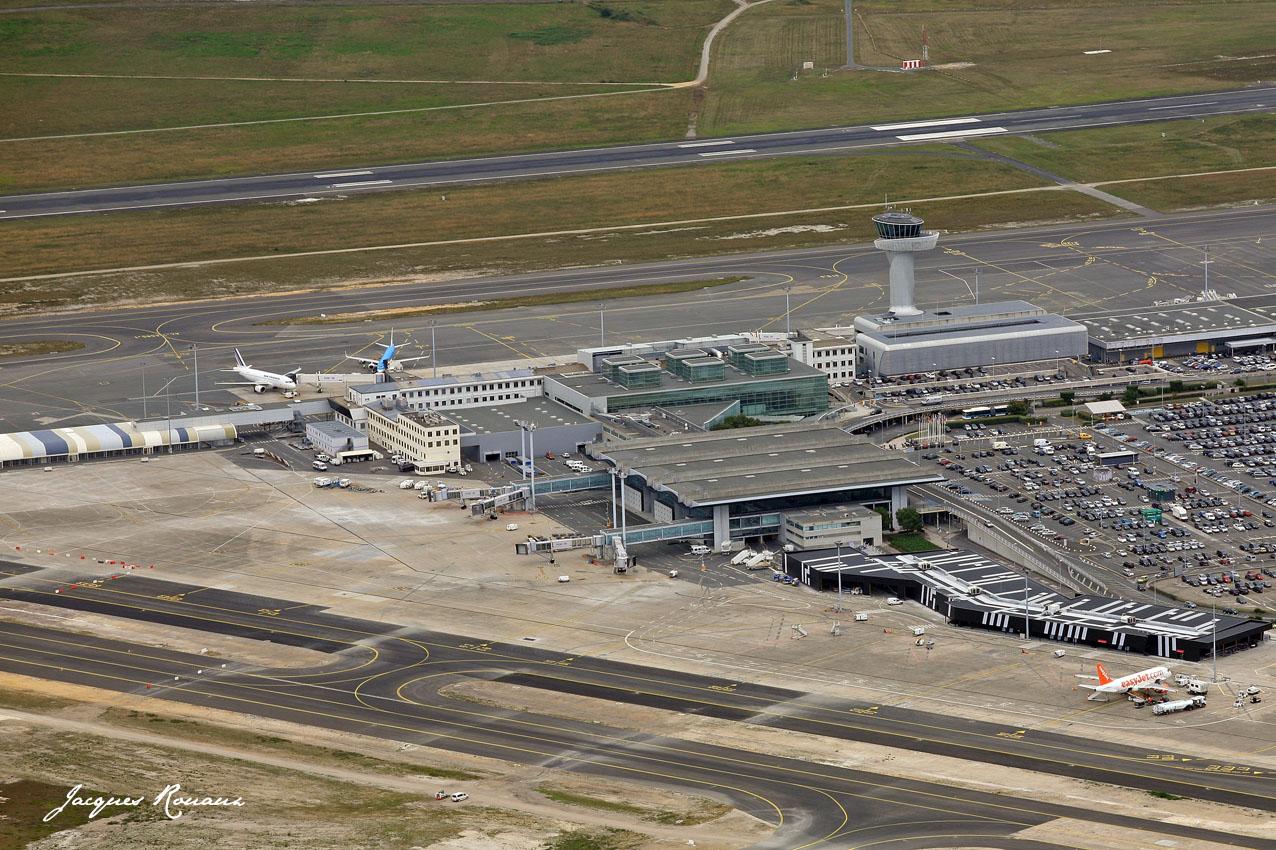 Aeropuerto de burdeos m rignac megaconstrucciones extreme engineering - Lapeyre bordeaux merignac ...