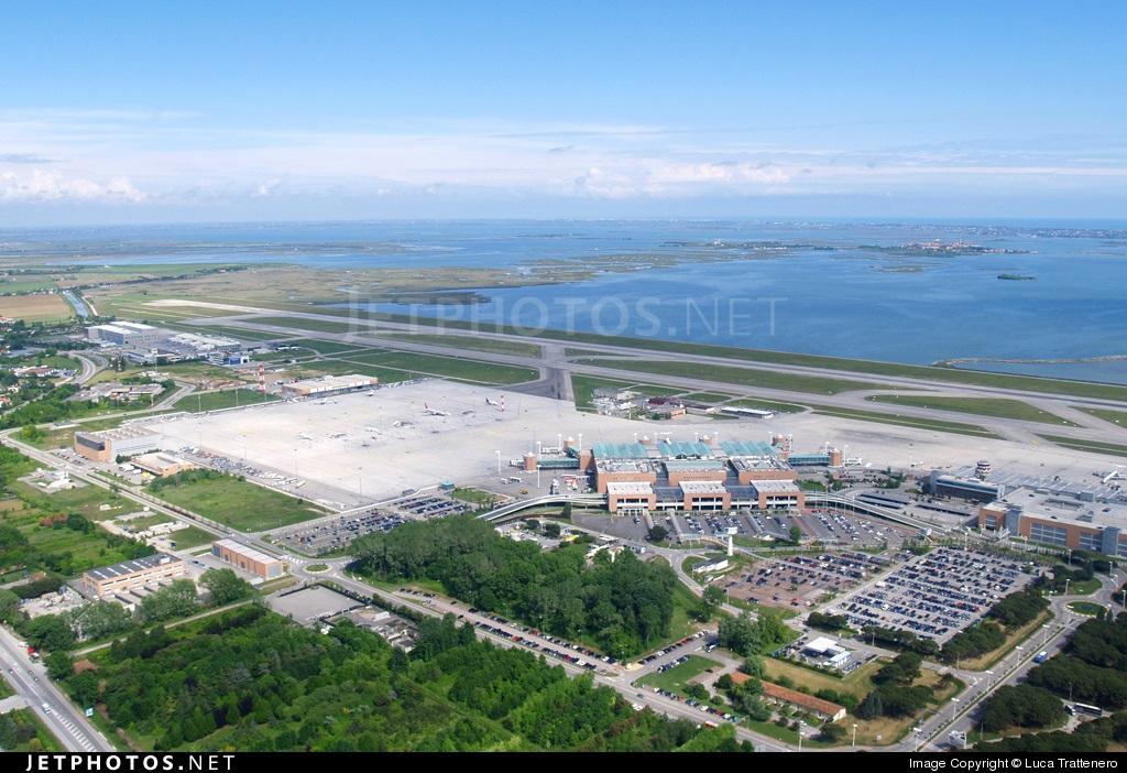 Aeropuerto de venecia marco polo megaconstrucciones extreme engineering - Marco aldany puerto venecia ...