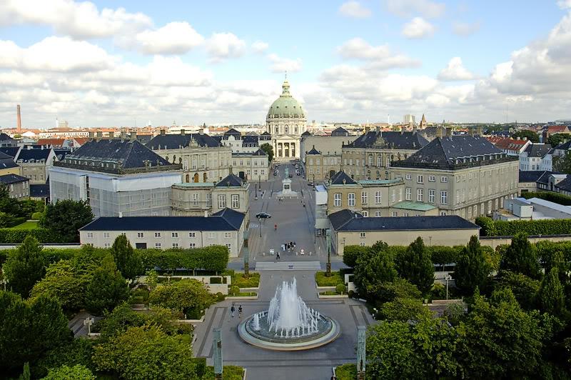 Perspectiva de la avenida de los palacios. Palacio de Amalienborg 2