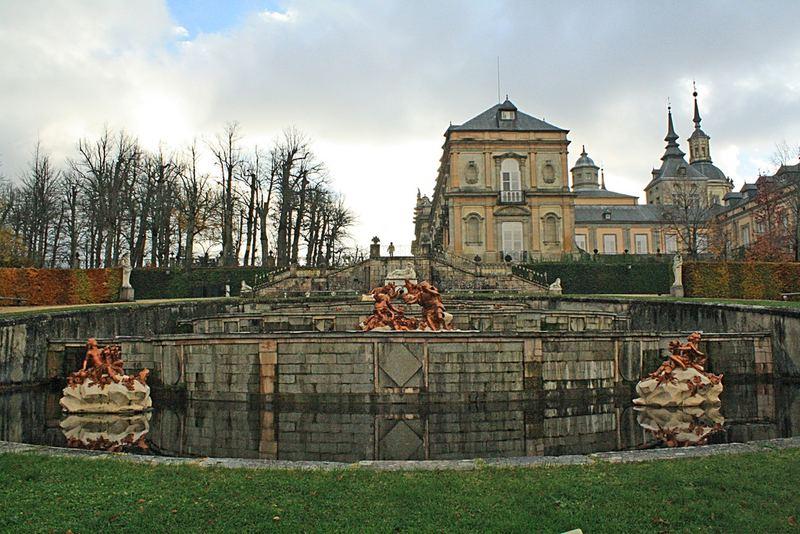 Fuente dedicada a las Tres Gracias: Aglae Talia Eufrosina y Cenador Real. Palacio Real de La Granja de San Ildefonso 13