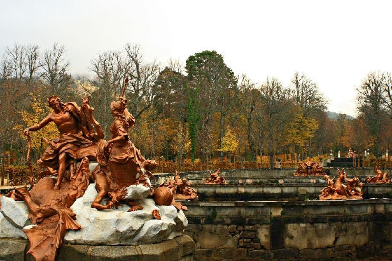 Vistas del Palacio desde las fuentes en cascada. Palacio Real de La Granja de San Ildefonso 17