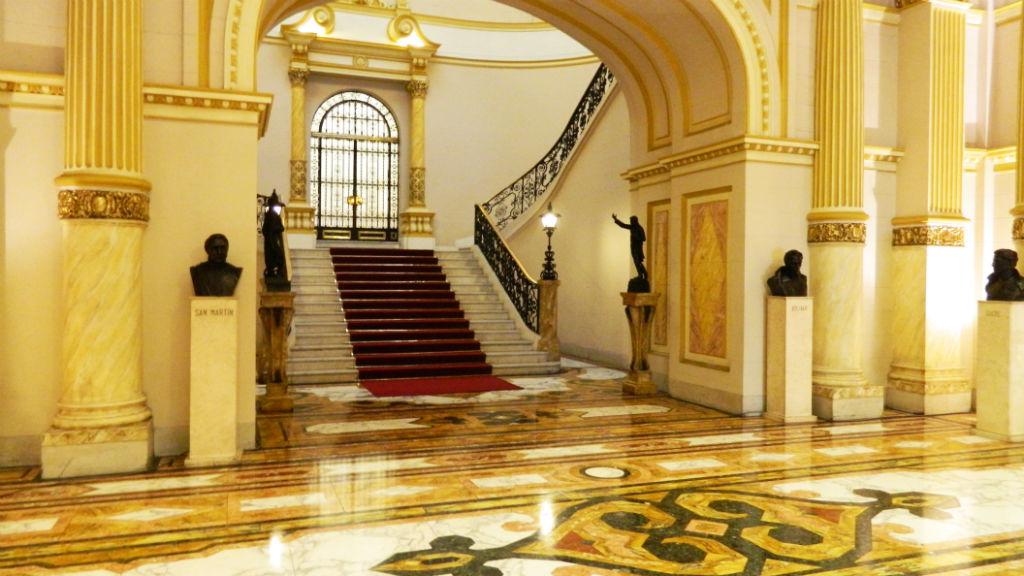 Palacio de gobierno del per casa de pizarro casa de for Gobierno interior