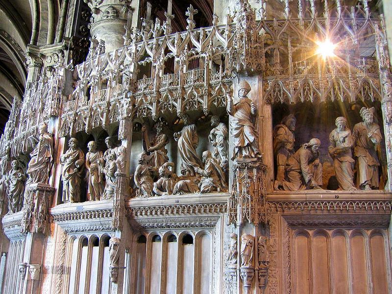 Deambulatorio y Capilla Mayor con esculturas del siglo 16. Catedral de Chartres 12
