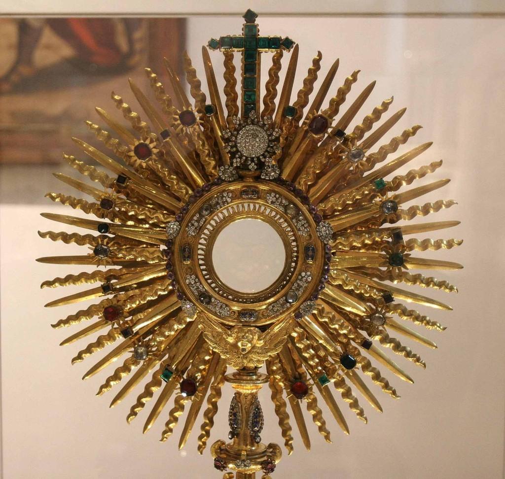 Ostensorio en bronce dorado con piedras semipreciosas. Monasterio de Santo Domingo de Silos 19