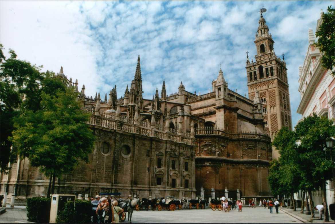 Catedral de sevilla megaconstrucciones extreme engineering for Exterior catedral de sevilla