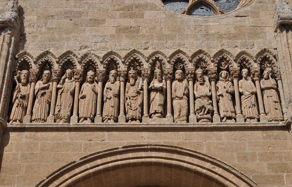 Puerta de las Cadenas. Friso con personajes del Antiguo Testamento. Catedral de Ciudad Rodrigo 9