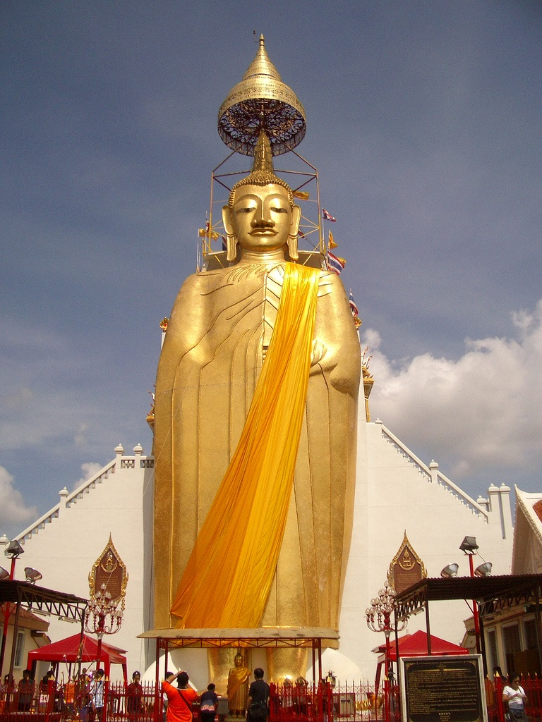 Luang Pho To Wat Intharawihan on View Engineering