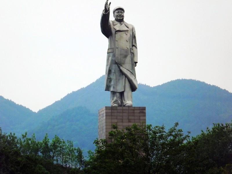 Estatua de Mao en la Universidad de Medicina de Chongqing ...