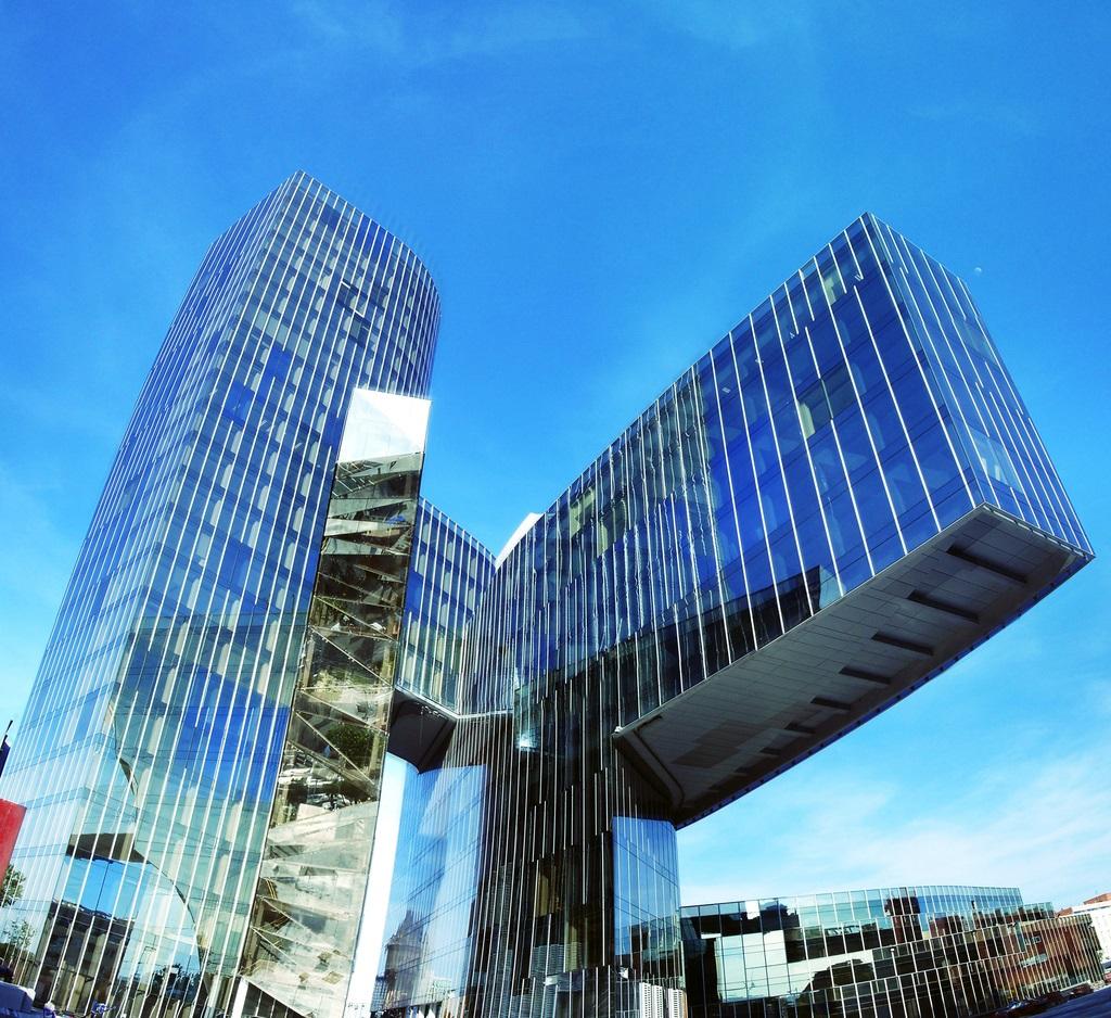 Sede De Gas Natural En Barcelona Torre Marenostrum