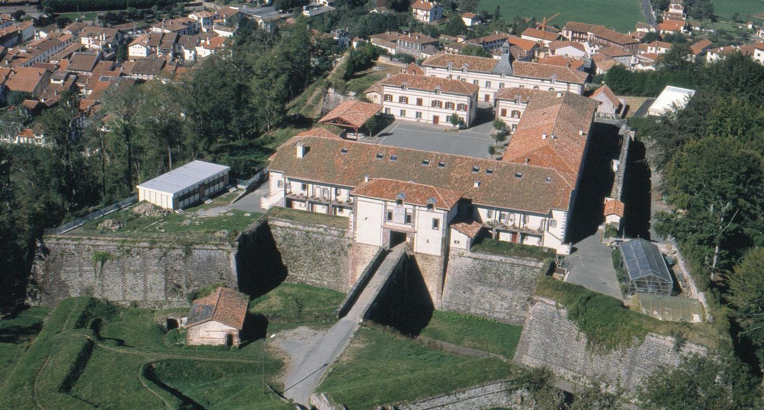 Ciudadela de san juan pie de puerto citadelle de saint jean pied de port la citadelle de - San juan pie de puerto ...