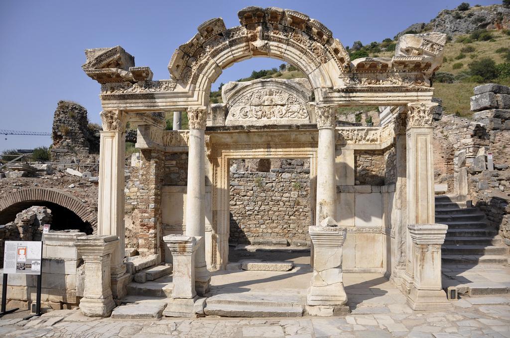 Templo de Adriano. Éfeso 12