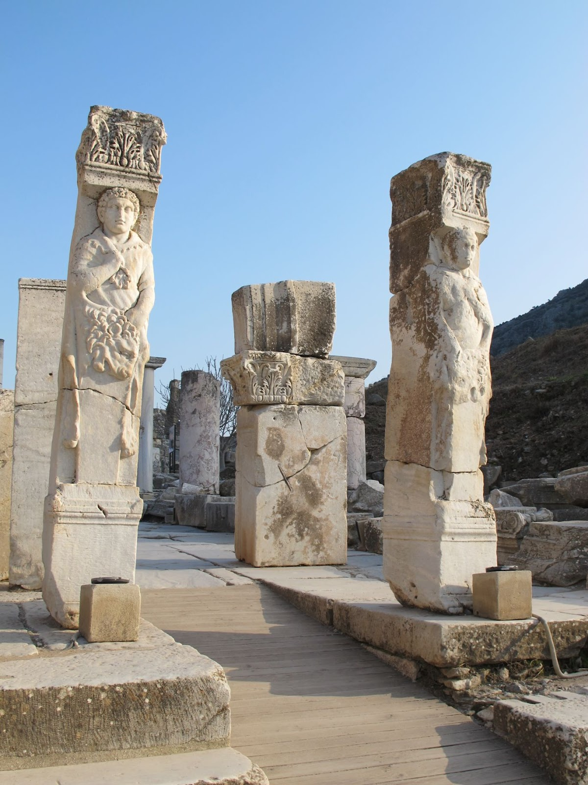 Heracles Gate, with statues of Heracles on each side, 4th c. AD. Éfeso 20