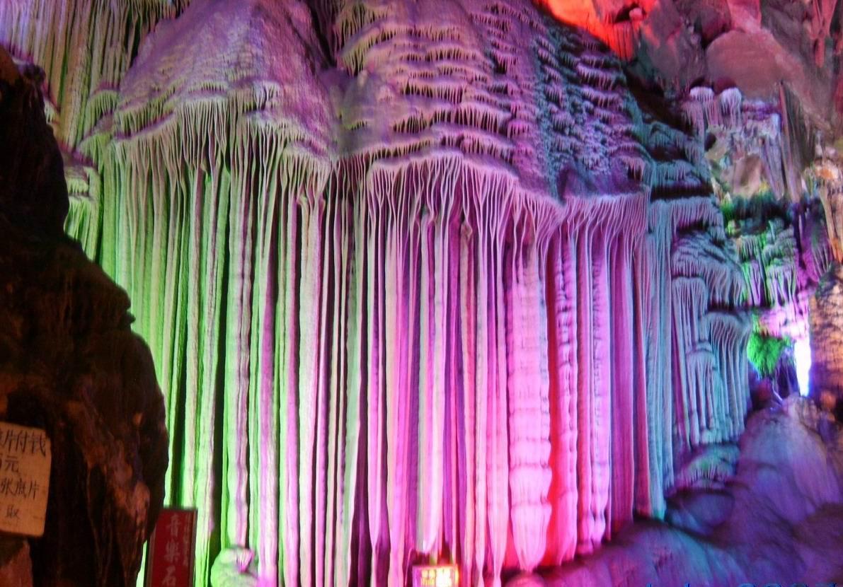 Cueva de la Flauta de ... Colorful Lion Paintings