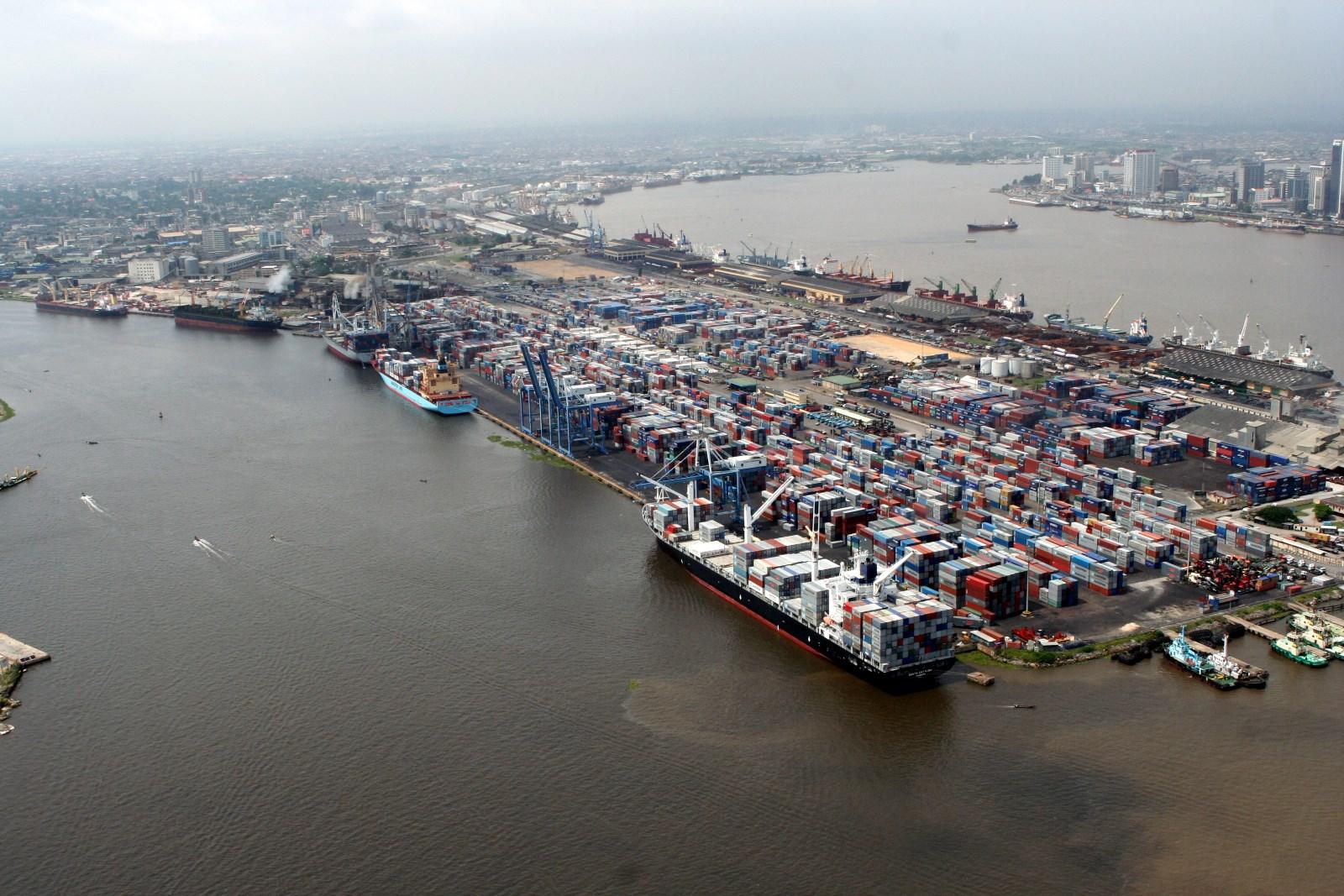 Transporte marítimo de contenedores: Diez años de sobrecapacidad y estancamiento de tarifas
