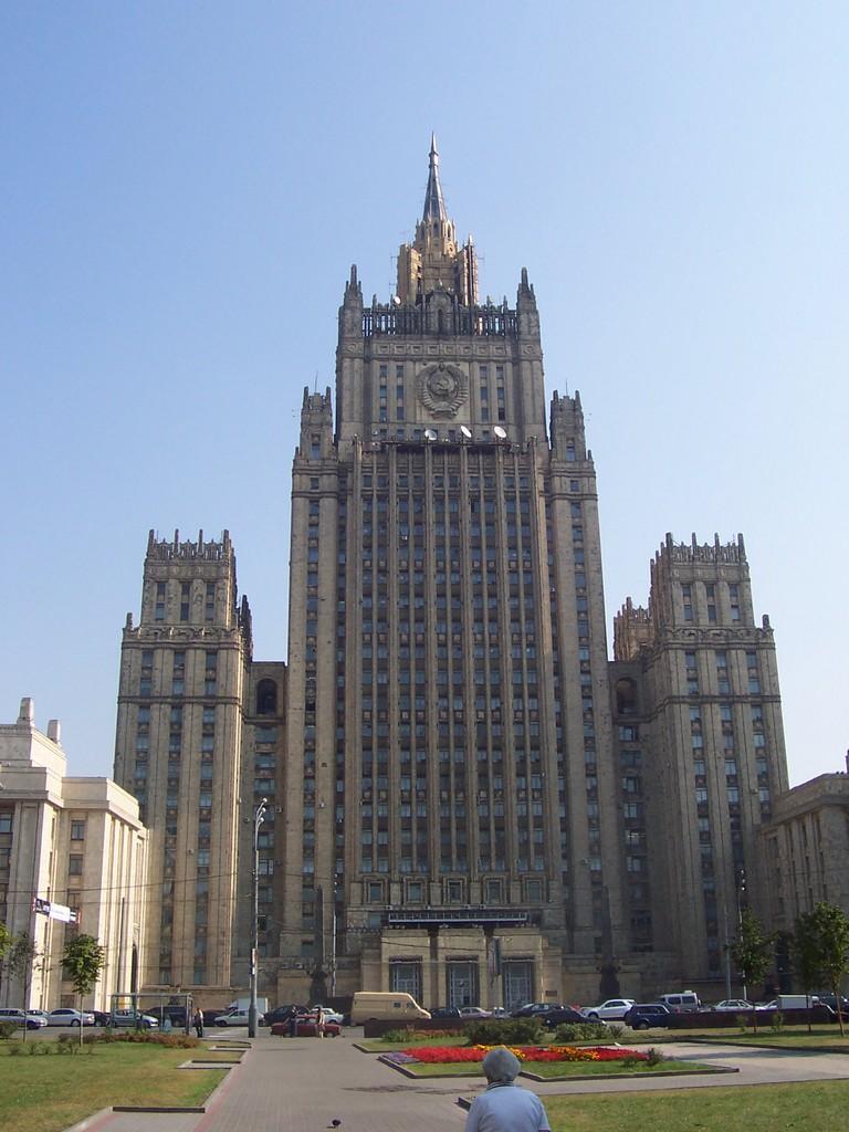 Nueva Moscu de Stalin ,arquitectura Sovietica - Página 2 Siete-hermanas-stalin-3